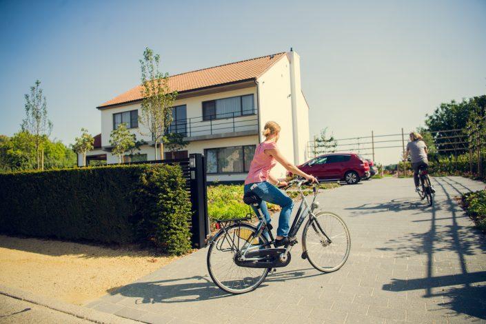 Je kan hier heel fijn fietsen, routes liggen gratis ter beschikking en elektrische fietsen kunnen opgeladen worden in de aparte fietsenberging