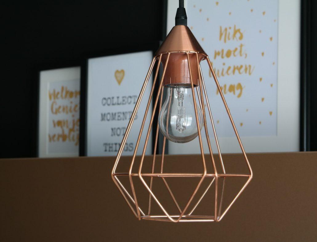 Mooie design lampjes aan het bed