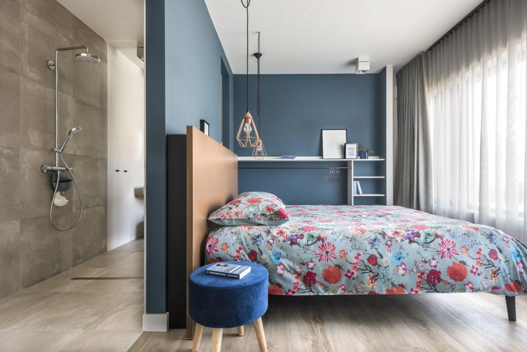 Deze slaapkamer is rolstoeltoegankelijk en perfect geschikt voor wie minder goed te been is. De douche is volledig drempelloos.