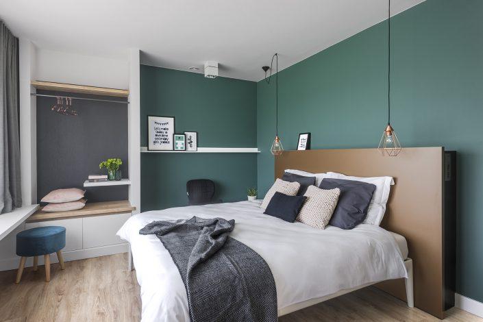 De grootste slaapkamer met dubbel Aupingbed en ensuite badkamer