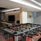 Bij minder geod weer kan je in de ontspanningsruimte terecht, de voetbaltafel en grote tv zorgen voor uren plezier