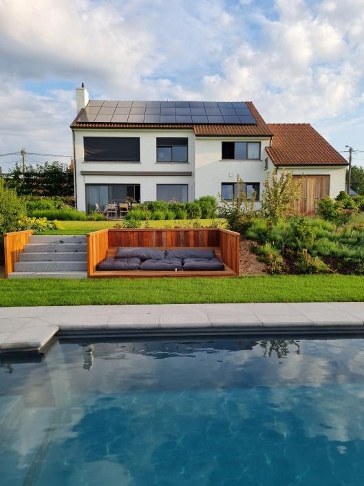 Zwembad en loungehoek